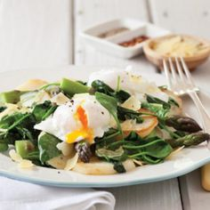 Poached eggs with asparagus - Healthy Food Guide Healthy Spring Recipes, Healthy Dinners For Two, Healthy Food, Egg Recipes, Light Recipes, Recipies, Easy Poached Eggs, Diabetic Breakfast Recipes, Spinach And Cheese