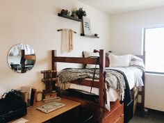 80 Easy DIY College Apartment Decor Ideas on A Budget - College - Dorm Room Dorm Room Designs, Bedroom Designs, Apartment Bedroom Decor, Apartment Living, Condo Living, Apartment Interior, Apartment Design, Cute Dorm Rooms, Dorm Room Crafts