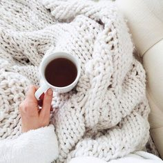 This blanket is so cozy looking Coffee Cozy, Coffee Break, Coffee Time, Morning Coffee, Tea Time, Relax, Hygge, Photo Food, Pause Café