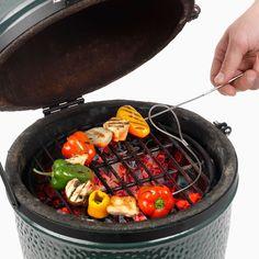 Broche à barbecue - Flexible, cuire des grilades devient un jeu d'enfant ! - http://www.ideecadeau.fr/cadeau-loisir-passe-temps/cadeau-barbecue/broche-a-barbecue-firewire.html