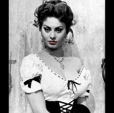 Hotdamn... Sophia Loren.