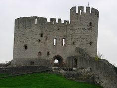 Dudley Castle, the ancient seat of the Sutton family. Photo by Trevmann99. CC BY-SA 3.0