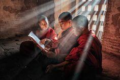 "3,224 Me gusta, 67 comentarios - Stanislav Ilin (@mestanislav) en Instagram: ""Young monks. Молодые монахи. 😊#burma #bagan #myanmar #бирма #мьянма #баган"""