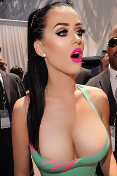 #Katy holy shiiiiiiiiiittt!!! I'm pinning this even though I have't looked at her face once.