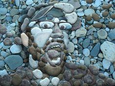 Rostro de piedra   hombre  Impresionante obra de arte realizada con piedras
