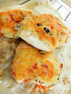 PIZZI LECCESI or PUCCE SALENTINE (Puglia) are special breads with onions, tomatoes and black olives #food #cibo