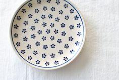 ポーリッシュポタリー/Zaklady Ceramiczne社/ プレート 19.5cm/白地にドット柄 - 北欧雑貨と北欧食器の通販サイト| 北欧、暮らしの道具店