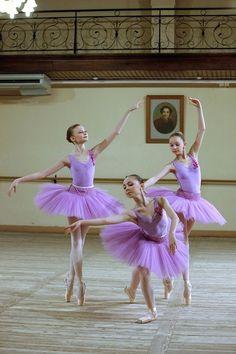 ballerina in purple tutu Ballet Pictures, Ballet Photos, Dance Images, Dance Photos, Ballet Girls, Ballet Dancers, Ballerinas, Toddler Ballet, Ballet Costumes