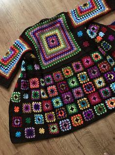 Crochet coat in grannys technique - sevdiklerim - Crochet Bolero, Gilet Crochet, Crochet Coat, Form Crochet, Crochet Cardigan Pattern, Granny Square Crochet Pattern, Crochet Squares, Diy Crochet, Crochet Clothes
