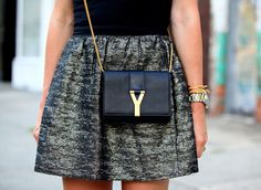 dressbuying:  l like the little fashion bags,and the stylish skirts.Do you like this style? (pic source: brooklynblonde)
