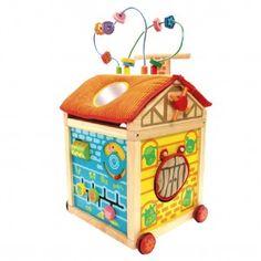I'm Toy Houten speelhuis/farmhuis op wieltjes, ideaal om de eerste stapjes te zetten. Het houten huis is voorzien van 16 verschillende functies zoals een kralenframe, vormenstoof, spiegeltje en telraam.