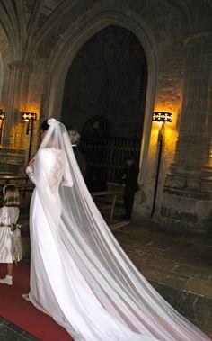 Helena Mareque. Espalda con bordado precioso
