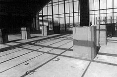 "Santiago Sierra | ""8 People Paid to Remain Inside Cardboard Boxes"" (1999)"