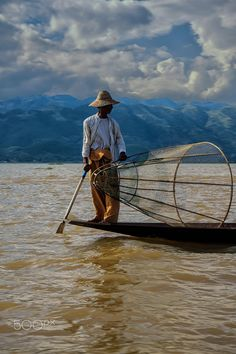 Inle lake fisherman - null