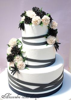 Browse the most creative and pretty wedding cake photos and designs for a sweet and unique dessert table come your big day. Wedding Cake Red, Pretty Wedding Cakes, Wedding Cake Photos, Wedding Cakes With Cupcakes, Mod Wedding, Pretty Cakes, Beautiful Cakes, Amazing Cakes, Cupcake Cakes