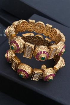 Gold Bangles Design, Jewelry Design, Designer Jewellery, Jewelry Ideas, Bridal Bangles, Bridal Jewellery, Jewellery Box, Indian Jewelry, Indian Bangles
