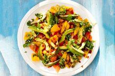 Grove guacamolesalade van gegrilde groenten