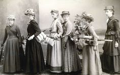 1890s ladies dresses for hiking
