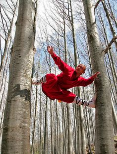 ♂ Chinese martial arts kungfu shaolin red clothes monk from http://www.flickr.com/photos/andrealandini/6972437245/in/pool-shaolin_kungfu/