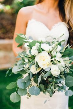 white floral wedding bouquets ideas
