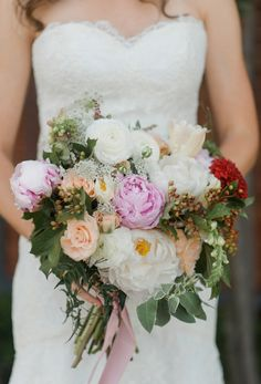 Such a lovely peach, pink, white, and red bouquet by Poppy Lane Design! | Candi Coffman Photography