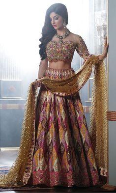 Nomi Ansari's Bridal Mehndi Bridal Dress collection is a stunning combination of old-world silhouettes featuring Bridal Lehenga Choli & Peshwas. Latest Bridal Dresses, Indian Bridal Outfits, Pakistani Bridal Dresses, Indian Fashion Dresses, Wedding Dresses, Bollywood Bridal, Punjabi Fashion, Fashion Outfits, Designer Bridal Lehenga