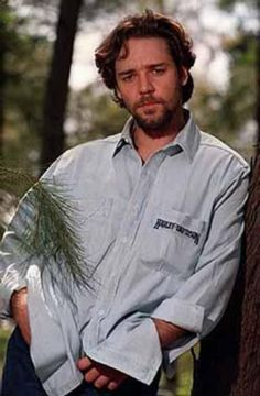 """Russell Crowe - was born in New Zealand and moved to Australia with his family when he was 4 yrs old.  He owns a 700+ acre cattle (black angus) ranch in New South Wales where he loves to ride his beloved horses and """"gear down"""".  He resides in Australia when no on location for a movie."""