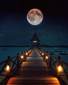 There's something magical on a full moon night! Photo By : Beautiful Moon Pictures, Cool Pictures, Full Moon Pictures, Osiris Tattoo, Beautiful World, Beautiful Places, Full Moon Night, Shoot The Moon, Moon Photography
