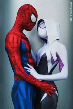 Characters: Spider-Man (Peter Parker) & Spider-Gwen (Gwen Stacy) / From: MARVEL Comics 'Edge of Spider-Verse' & 'Spider-Gwen' Solo Series / Cosplayers: Chaos Prince Cosplay as Spider-Man & Jessica Chancellor (aka Maid of Might Cosplay) as Spider-Gwen / Photo: Tara Ziemba / Event: WonderCon (2015)