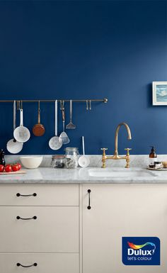 Two ways to give a neutral family kitchen a stylish new look Kitchen Ideas Dulux, Dulux Kitchen Paint, Dulux Blue Paint, Blue Kitchen Cabinets, Blue Paint Colors, Painting Kitchen Cabinets, Kitchen Walls, Kitchen Dining, Dulux Heritage Colours