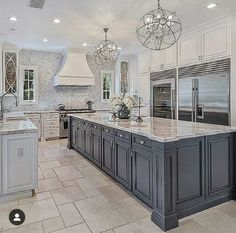 30 Admirable Luxury Kitchen Design Ideas You Will Love ~ My Dream Home Home Decor Kitchen, Interior Design Kitchen, Kitchen Ideas, Room Interior, Kitchen Upgrades, Luxury Kitchens, Cool Kitchens, Küchen Design, House Design