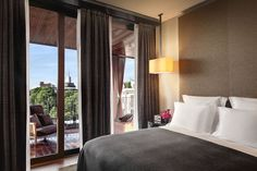 View deals for Bulgari Hotel Milan. Guests enjoy the dining options. WiFi is free, and this hotel also features a spa and an indoor pool. Bulgari Hotel Milan, Bvlgari Hotel, Milan Hotel, Hotel Milano, Luxury Concierge Services, Private Room, Close To Home, Lounge Areas, Contemporary Interior