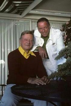 John Wayne and Frank Sinatra - Christmas in Hollywood photo. Hollywood Men, Vintage Hollywood, Hollywood Stars, Classic Hollywood, Hollywood Photo, Kevin Costner, Iowa, Soul Musik, John Wayne Movies
