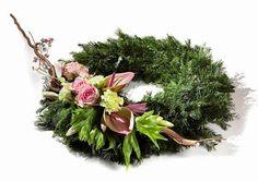 Zdjęcie numer 24 w galerii - Wiązanki i stroiki na cmentarz. 40 kolorowych dekoracji na Wszystkich Świętych Funeral Flower Arrangements, Funeral Flowers, Grave Decorations, Flower Decorations, Create Picture, Unique Flowers, Gerbera, Ikebana, Floral Wreath