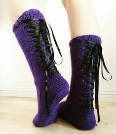 MadRan Neule: Nyörisukat Mysterious Girl, Knitting Socks, Mittens, Combat Boots, Knitting Patterns, Slippers, Shoes, Crafts, Fashion