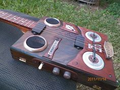 Smokestack Guitars makes mind-bogglingly cool guitars!