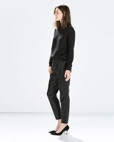 Discover the new ZARA collection online. The latest trends for Woman, Man, Kids and next season's ad campaigns. Leather Trousers Women, Zara New, Fashion Catalogue, Gina Tricot, Comfy Casual, Fancy Pants, Classy And Fabulous, Hot Pants, Fashion Lookbook