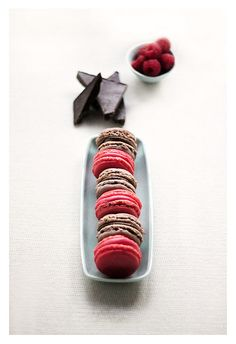 raspberry and chocolate macarons...what a dreammmm