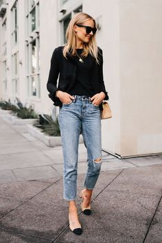 Blonde Woman with Black Tweed Relaxed Jacket Jeans Outfits .- Blonde Woman with Black Tweed Relaxed Jacket Jeans Outfit Chanel Tan Diana Handbag Chanel Slingba … - Classy Jeans Outfit, Outfit Jeans, Casual Outfits, Winter Outfits, Black Blouse Outfit, Black Booties Outfit, Casual Wear, Fashion Blogger Style, Fashion Mode