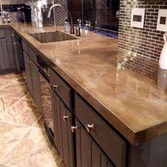 La peinture de polyuréthane peut également servir à rajeunir son comptoir de cuisine, à prix très ab... - Photo Pinterest