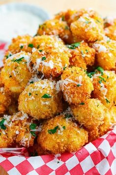 Crispy Parmesan Cauliflower Bites Recipe : Crispy bite sized pieces of tender cauliflower coated in a panko and parmesan crust seasoned with a creole/cajun spice mix that is so addictive that you will never reach for that bag of microwave popcorn again! Parmesan Cauliflower, Cauliflower Recipes, Vegetable Recipes, Vegetarian Recipes, Cooking Recipes, Healthy Recipes, Deep Fried Cauliflower, Cauliflower Fritters, Simple Recipes
