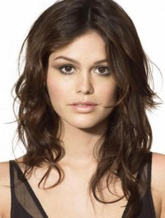 Haircut that may work. It is hard to find a cute, stylish haircut for my fine, kind of thin, wavy/curly, frizzy hair which has a mind of it's own depending on the weather. Short cuts make my face look too chubby but the longer it gets the thinner it looks. This one may work...