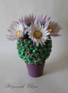 Crepe Paper Crafts, Chocolate Crafts, Chocolate Bouquet, Candy Gifts, Holidays And Events, Handicraft, Pixie, Party Themes, Birthday Gifts