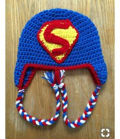 Crochet Superman Hat by QBsquared on Etsy Batman Crochet Hat, Crochet Kids Hats, Crochet Crafts, Crochet Projects, Bonnet Crochet, Crochet Cap, Crochet Shoes, Crochet Beanie, Loom Knit Hat