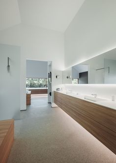 Modern bathroom with floating furniture in Corian and Resopal massive Source by uovb Diy Bathroom Remodel, Bathroom Wall Decor, Bathroom Interior, Modern Bathroom, Interior Doors, Cheap Countertops, Kitchen Countertops, Hostels, Small Bathroom Storage