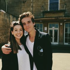 Zoe and Joe Sugg // Zoella and ThatcherJoe going back to there old school 😊 Famous Youtubers, British Youtubers, Joe And Zoe Sugg, Joseph Sugg, Sugg Life, Marcus Butler, Ricky Dillon, Joey Graceffa, Jc Caylen