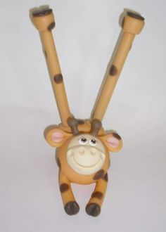 Porta TM e Canetas Girafa #arteseamores #Feitoàmão #biscuit #porcelanafria #Coldporcelain #Suporte