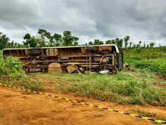 Ônibus capota, mata jovem e deixa três feridos em rodovia do AM - http://anoticiadodia.com/onibus-capota-mata-jovem-e-deixa-tres-feridos-em-rodovia-do-am/