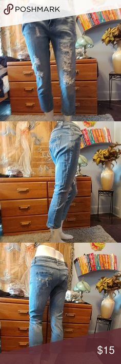 🌸 RedRivet Distressed  Ankle  Crop Jeans 🌸?RedRivet Ankle Crop Jeans.  Great for warm weather.   These jeans are in great condition but I definitely got my wear out of them.  They used to be my go to comfy jean Day .  🌸Very Comfortable 98%Cotton 2% Spandex Pants Ankle & Cropped