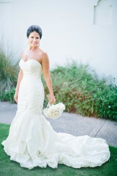 Ivory wedding dress: http://www.stylemepretty.com/2014/07/02/modern-chic-wedding-in-texass-hill-country/ | Photography: Heather Rowland - http://www.heatheranndesign.com/